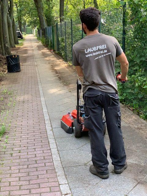 Professionelle Gehwegreinigung Gehwegpflege in Berlin