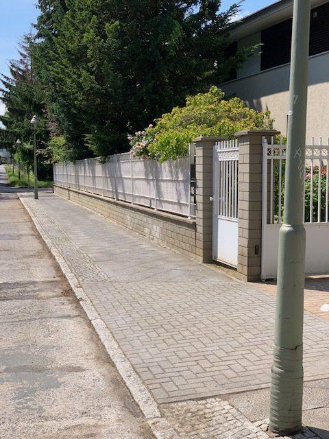 Gehwegpflege Berlin Unkrautentfernung sauberer Gehweg